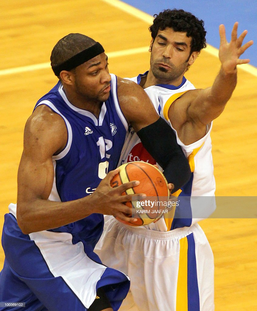 Lebanese al-Riyadi player Ali Fakhreddine (R) vies for the ball against American player Brandon Christopher Crump of Saudia Arabia during the 21st FIBA Asia Champions Cup at the al-Gharafa indoors stadium in Doha on May 24, 2010.