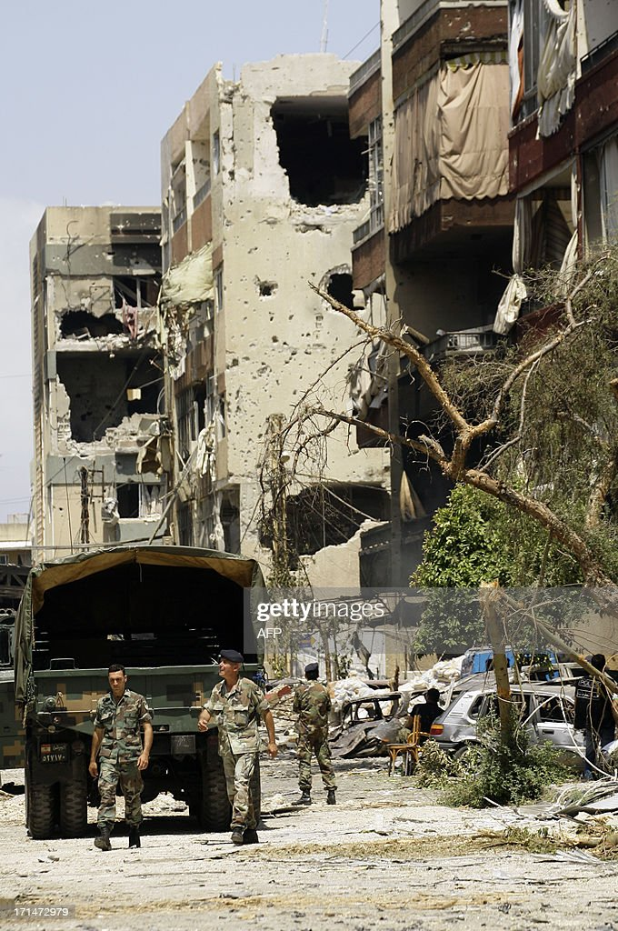 Lebanese Army soldiers secure the area surrounding the Bilal bin Rabah mosque in the Abra district of the southern city of Sidon on June 25, 2013, after troops seized control of the headquarters of a radical Sunni sheikh whose supporters battled the army for two days, killing 16 soldiers. AFP PHOTO/MAHMOUD ZAYYAT