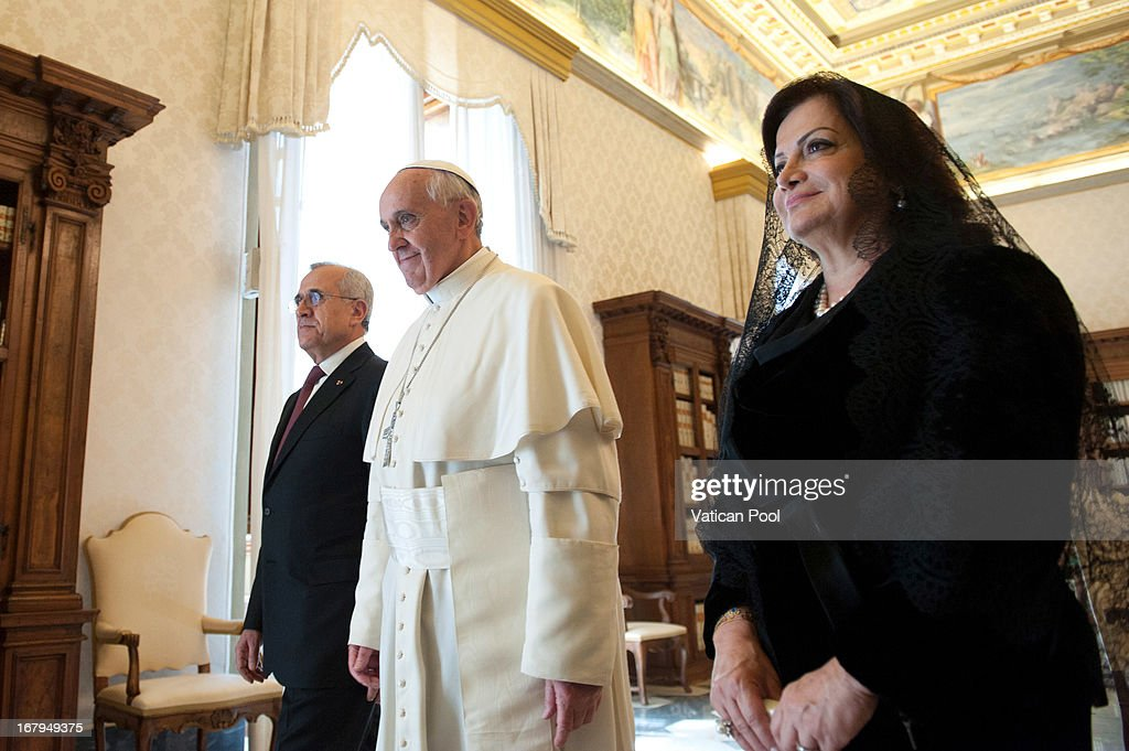 Lebanese President Michel Suleiman (L) and his wife Wafaa Suleiman (R) meet with <a gi-track='captionPersonalityLinkClicked' href=/galleries/search?phrase=Pope+Francis&family=editorial&specificpeople=2499404 ng-click='$event.stopPropagation()'>Pope Francis</a> (C) at his private library on May 3, 2013 in Vatican City, Vatican.