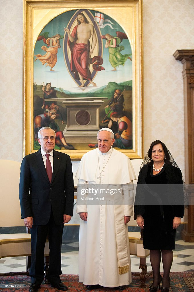 Lebanese President Michel Suleiman (L) and his wife Wafaa Suleiman (R) meet with Pope Francis (C) at his private library on May 3, 2013 in Vatican City, Vatican.