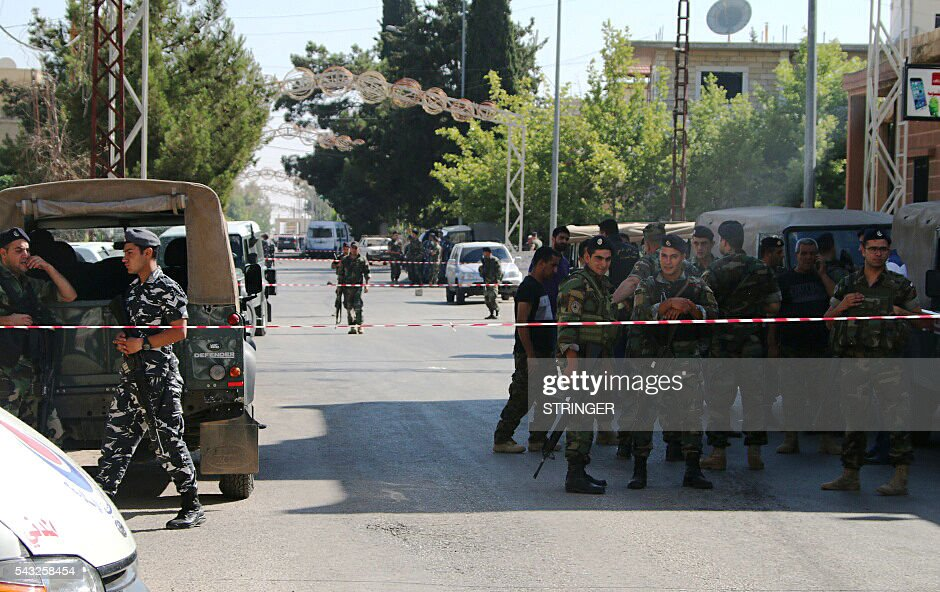 Lebanese security forces gather at the site of multiple suicide bombings which took place early on June 27, 2016 in the predominantly Christian village of Al-Qaa, in eastern Lebanon near the border with Syria. Al-Qaa is one of several border posts separating Lebanon and war-torn Syria. The border area has been rocked by clashes and shelling since Syria's conflict erupted in 2011. / AFP / STRINGER