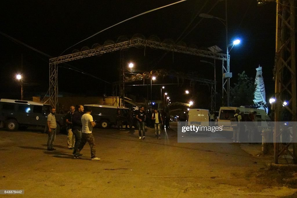 Lebanese security forces secure the site of multiple suicide bombings late night on June 27, 2016 which came after a series of similar suicide bombing early the same day in the predominantly Christian village of Al-Qaa in eastern Lebanon near the border with Syria. Al-Qaa is one of several border posts separating Lebanon and war-torn Syria. The border area has been rocked by clashes and shelling since Syria's conflict erupted in 2011. / AFP / -