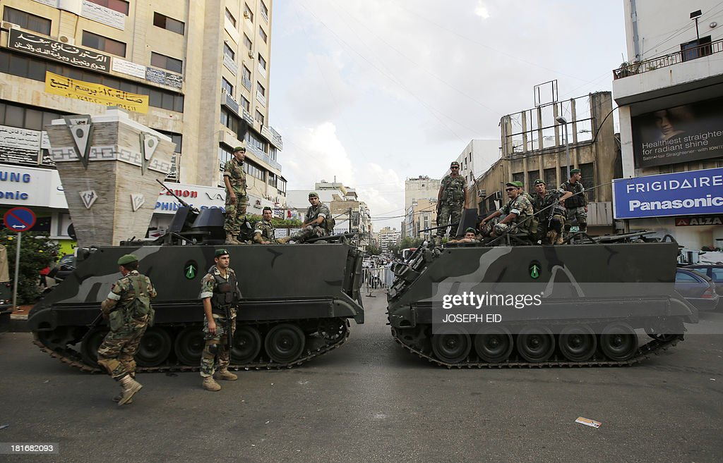 Lebanese soldiers man a checkpoint in the southern suburb of the capital Beirut on September 23, 2013. Lebanese troops are to take over security at checkpoints set up by the Hezbollah movement in their southern Beirut stronghold after two bombings, the interior minister told AFP. AFP PHOTO/JOSEPH EID