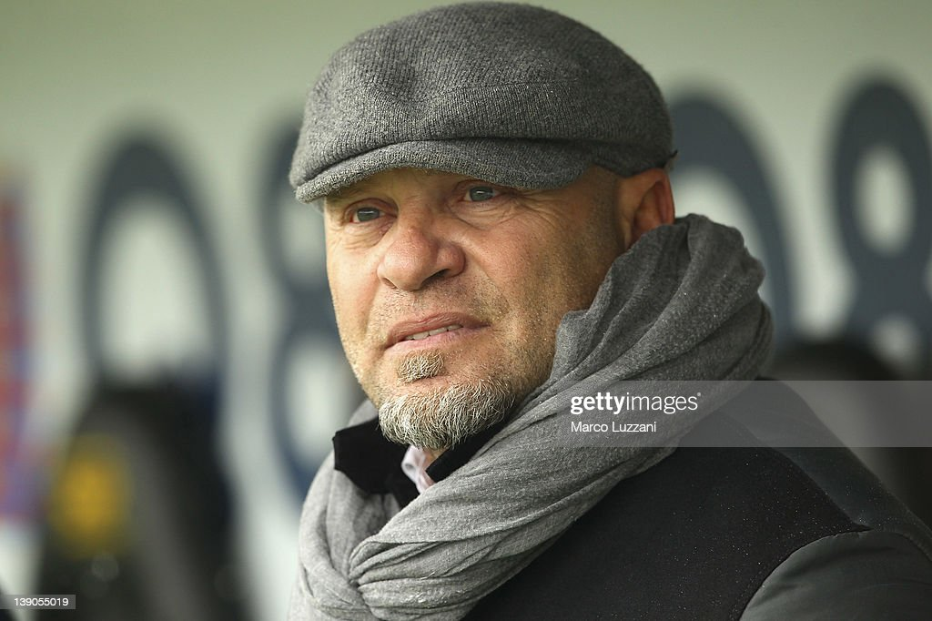 US Lecce manager <a gi-track='captionPersonalityLinkClicked' href=/galleries/search?phrase=Serse+Cosmi&family=editorial&specificpeople=2148789 ng-click='$event.stopPropagation()'>Serse Cosmi</a> looks on before the Serie A match between Atalanta BC and US Lecce at Stadio Atleti Azzurri d'Italia on February 12, 2012 in Bergamo, Italy.
