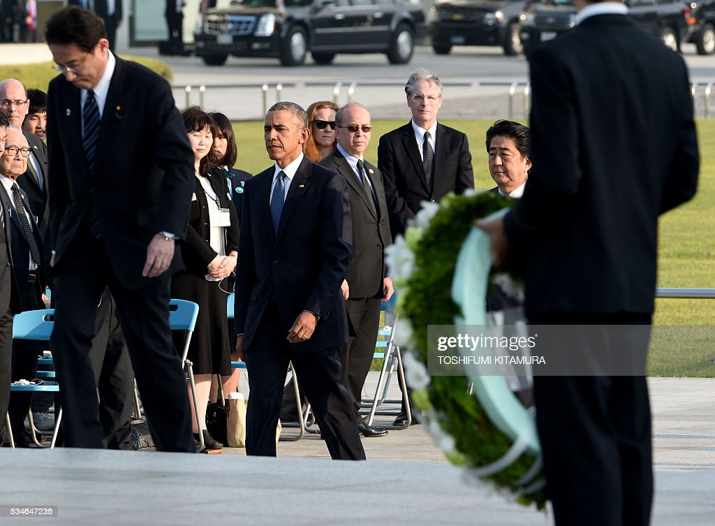 Led by Japanese Foreign Minister Fumio Kishida (L), US President Barack Obama (C) and Japanese Prime Minister Shinzo Abe (2nd R) walk towards the cenotaph in the Peace Momorial park in Hiroshima on May 27, 2016. Obama became the first sitting US leader to visit the site that ushered in the age of nuclear conflict. / AFP / TOSHIFUMI