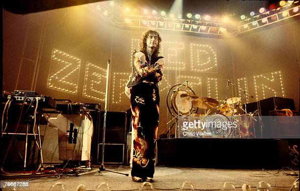 Led Zeppelin 1975 Jimmy Page Earls Court