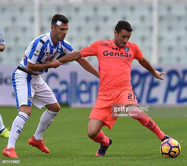 Ledian Memushaj of Pescara Calcio and Manuel Pasqual of Empoli FC in action during the Serie A match between Pescara Calcio and Empoli FC at...
