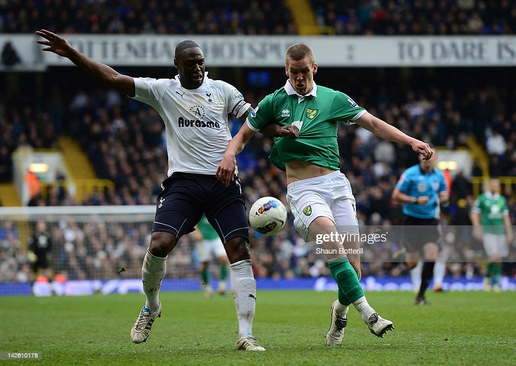 <a gi-track='captionPersonalityLinkClicked' href=/galleries/search?phrase=Ledley+King&family=editorial&specificpeople=206640 ng-click='$event.stopPropagation()'>Ledley King</a> of Spurs and <a gi-track='captionPersonalityLinkClicked' href=/galleries/search?phrase=Steve+Morison+-+Soccer+Player&family=editorial&specificpeople=5483951 ng-click='$event.stopPropagation()'>Steve Morison</a> of Norwich battle for the ball during the Barclays Premier League match between Tottenham Hotspur and Norwich City at White Hart Lane on April 9, 2012 in London, England.