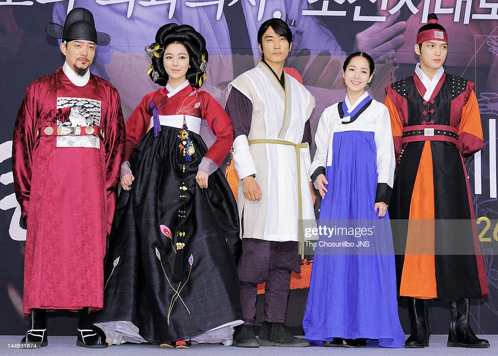 Lee Beom-Soo, Lee So-Yeon, <a gi-track='captionPersonalityLinkClicked' href=/galleries/search?phrase=Song+Seung-Heon&family=editorial&specificpeople=4197245 ng-click='$event.stopPropagation()'>Song Seung-Heon</a>, <a gi-track='captionPersonalityLinkClicked' href=/galleries/search?phrase=Park+Min-Young&family=editorial&specificpeople=7444757 ng-click='$event.stopPropagation()'>Park Min-Young</a>, and Kim Jae-Joong of <a gi-track='captionPersonalityLinkClicked' href=/galleries/search?phrase=JYJ&family=editorial&specificpeople=3039772 ng-click='$event.stopPropagation()'>JYJ</a> attend the MBC Drama 'Dr. Jin' Press Conference at Lotte Hotel on May 17, 2012 in Seoul, South Korea.
