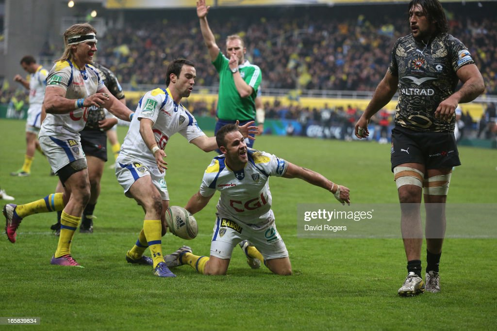 <a gi-track='captionPersonalityLinkClicked' href=/galleries/search?phrase=Lee+Byrne&family=editorial&specificpeople=460147 ng-click='$event.stopPropagation()'>Lee Byrne</a> of Clermont Auvergne celebrates after scoring a try during the Heineken Cup quarter final match between Clermont Auvergne and Montpellier at Stade Marcel Michelin on April 6, 2013 in Clermont-Ferrand, France.