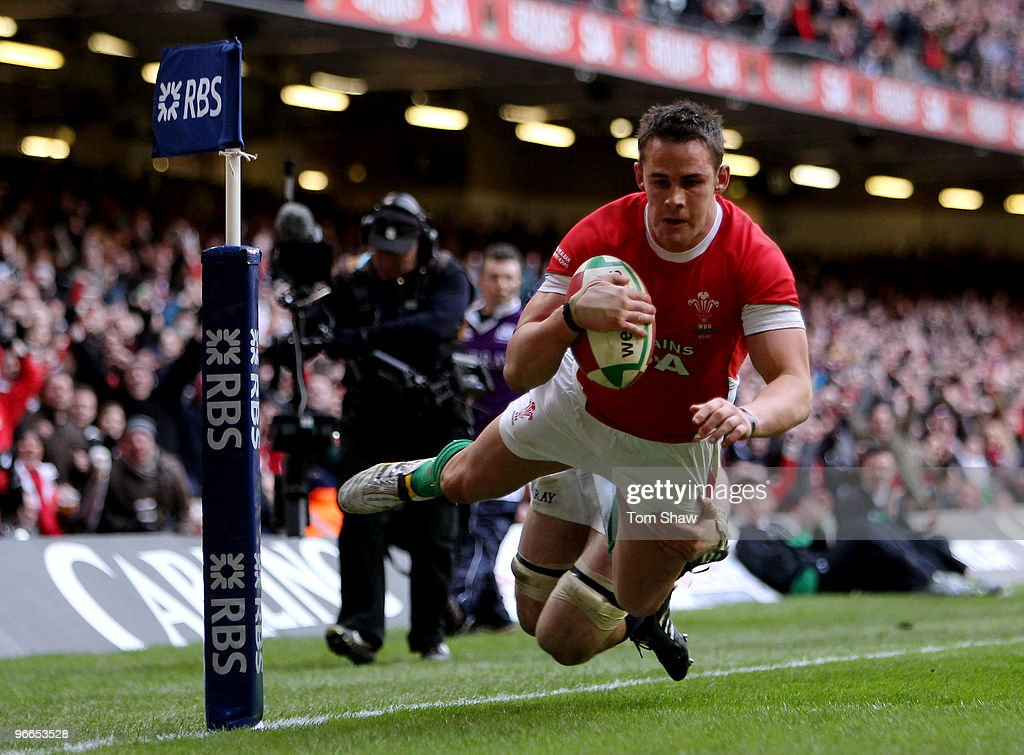 <a gi-track='captionPersonalityLinkClicked' href=/galleries/search?phrase=Lee+Byrne&family=editorial&specificpeople=460147 ng-click='$event.stopPropagation()'>Lee Byrne</a> of Wales dives over the line to score a try during the RBS 6 Nations match between Wales and Scotland at the Millennium Stadium on February 13, 2010 in Cardiff, Wales.