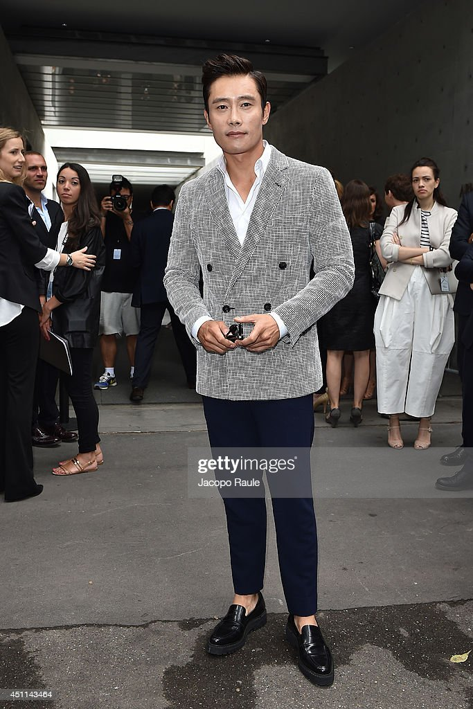 <a gi-track='captionPersonalityLinkClicked' href=/galleries/search?phrase=Lee+Byung-Hun&family=editorial&specificpeople=829983 ng-click='$event.stopPropagation()'>Lee Byung-Hun</a> arrives at Giorgio Armani show during Milan Fashion Week Menswear Spring/Summer 2015 on June 24, 2014 in Milan, Italy.