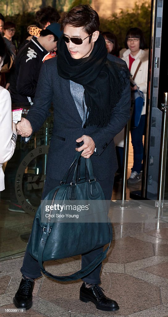 <a gi-track='captionPersonalityLinkClicked' href=/galleries/search?phrase=Lee+Byung-Hun&family=editorial&specificpeople=829983 ng-click='$event.stopPropagation()'>Lee Byung-Hun</a> departs for Japan at Gimpo International Airport on January 30, 2013 in Seoul, South Korea.