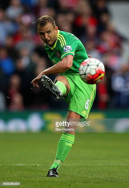 Lee Cattermole of Sundeland in action during the Barclays Premier League match between West Bromwich Albion and Sunderland at The Hawthorns on...
