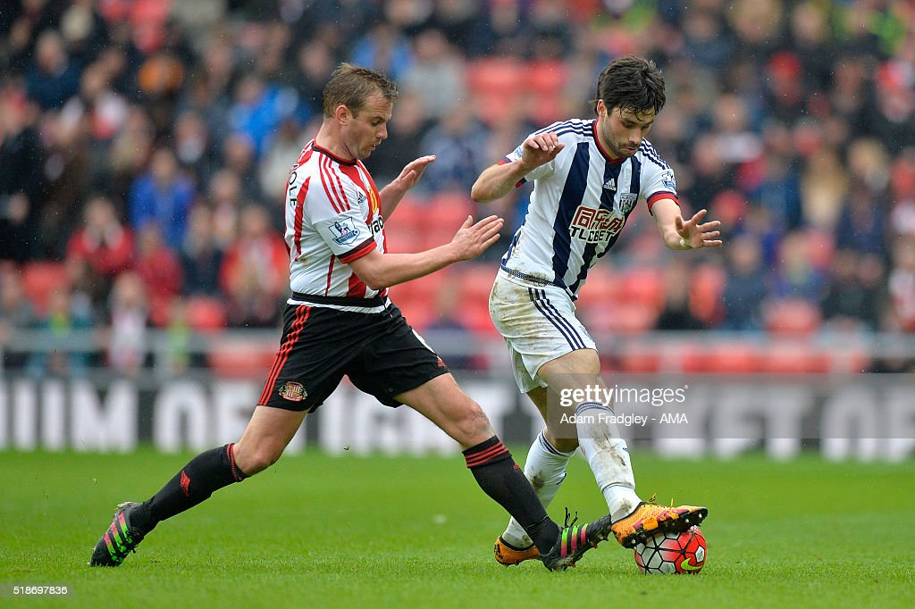 Lee Cattermole of Sunderland and Claudio Yacob of West Bromwich Albion battle for the ball during the Barclays Premier League match between Sunderland and West Bromwich Albion at Stadium of Light on April 2, 2016 in Sunderland, England.