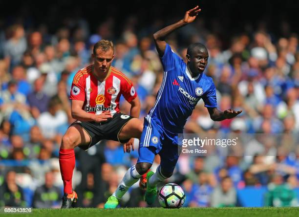 Lee Cattermole of Sunderland and N'Golo Kante of Chelsea clash during the Premier League match between Chelsea and Sunderland at Stamford Bridge on...