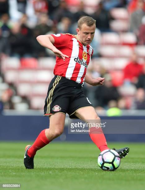 Lee Cattermole of Sunderland controls the ball during the Premier League match between Sunderland and West Ham United at Stadium of Light on April 15...