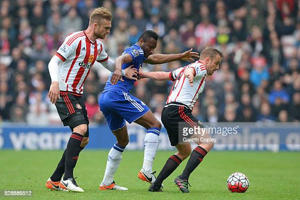 Lee Cattermole of Sunderland controls the ball under pressure of John Mikel Obi of Chelsea during the Barclays Premier League match between...
