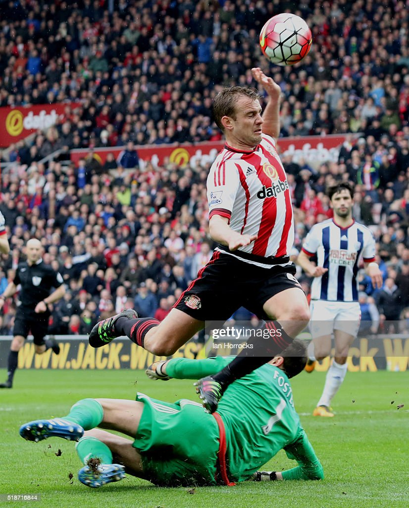 Lee Cattermole of Sunderland (L) has his shot saved by West Bromwich keeper Ben Foster during the Barclays Premier League match between Sunderland and West Bromwich Albion at the Stadium of Light on April 02, 2016 in Sunderland, England.