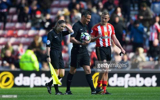 Lee Cattermole of Sunderland in discussion with referee Andre Marriner during the Premier League match between Sunderland and West Ham United at...
