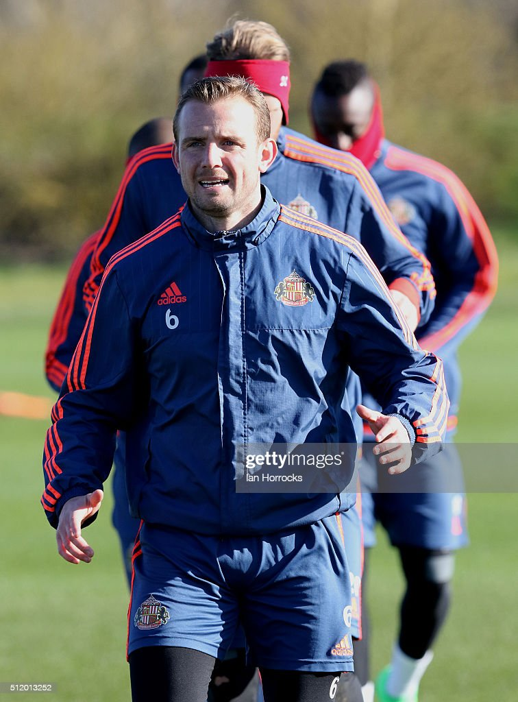 Lee Cattermole warms up during a Sunderland AFC training session at the Academy of Light on February 24, 2016 in Sunderland, England.