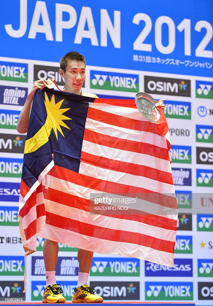 Lee Chong Wei of Malaysia celebrates his win during the award ceremony of the men's singles final against Boonsak Ponsana of Thailand at the Japan Open badminton tournament in Tokyo on September 23, 2012. Lee Chong Wei won the match 21-18, 21-18. AFP PHOTO / KAZUHIRO NOGI