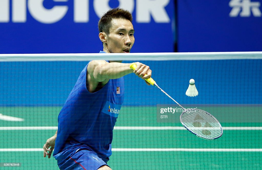 Lee Chong Wei of Malaysia hits a return against Chen Long of China during their men's singles final match at the 2016 Badminton Asia Championships in Wuhan, central China's Hubei province on May 1, 2016. / AFP / STR / China OUT