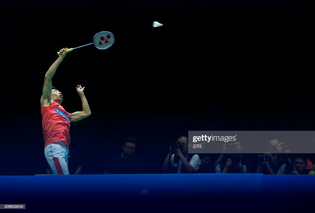 Lee Chong Wei of Malaysia hits a return to Lin Dan of China during theri men's singles semi-final match at the 2016 Badminton Asia Championships in Wuhan, central China's Hubei province on April 30, 2016. / AFP / STR