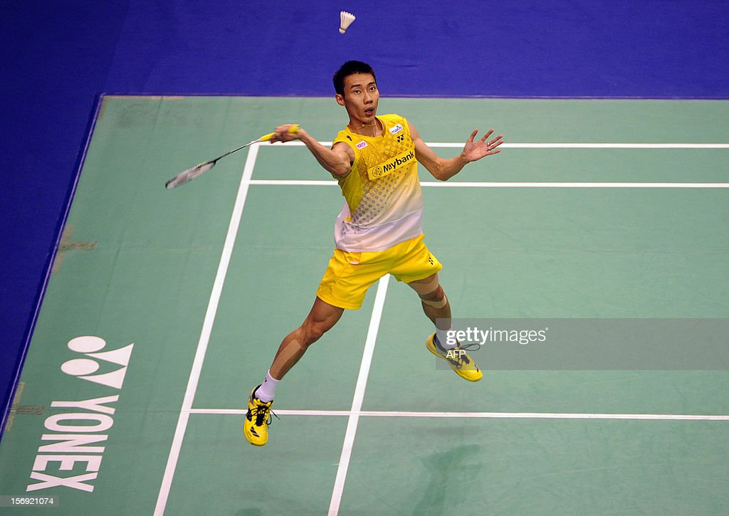 Lee Chong Wei of Malaysia hits a shot against Chen Long of China in the men's singles final at the Hong Kong Open badminton tournament on November 25, 2012. AFP PHOTO / Dale de la Rey