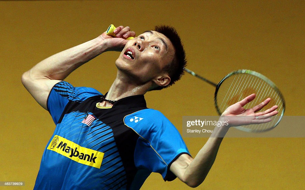 <a gi-track='captionPersonalityLinkClicked' href=/galleries/search?phrase=Lee+Chong+Wei&family=editorial&specificpeople=647820 ng-click='$event.stopPropagation()'>Lee Chong Wei</a> of Malaysia plays a shot toTommy Sugiarto of Indonesia during the Final of the Men's Singles of the Malaysia Badminton Open on January 19, 2014 in Kuala Lumpur, Malaysia.