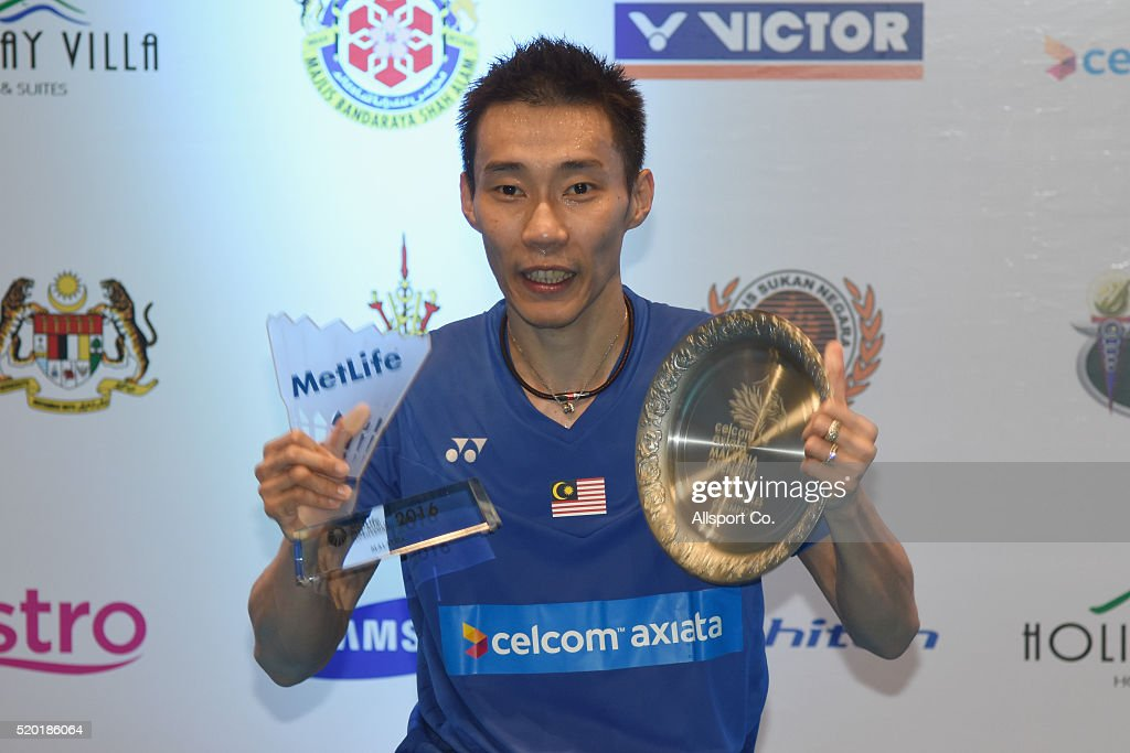 Lee Chong Wei of Malaysia poses with the Champions Plaque after he defeated Chen Long of China during the Men Singles Final during the BWF World Super Series Badminton Malaysia Open at Stadium Malawati on April 10, 2016 in Shah Alam, Malaysia.