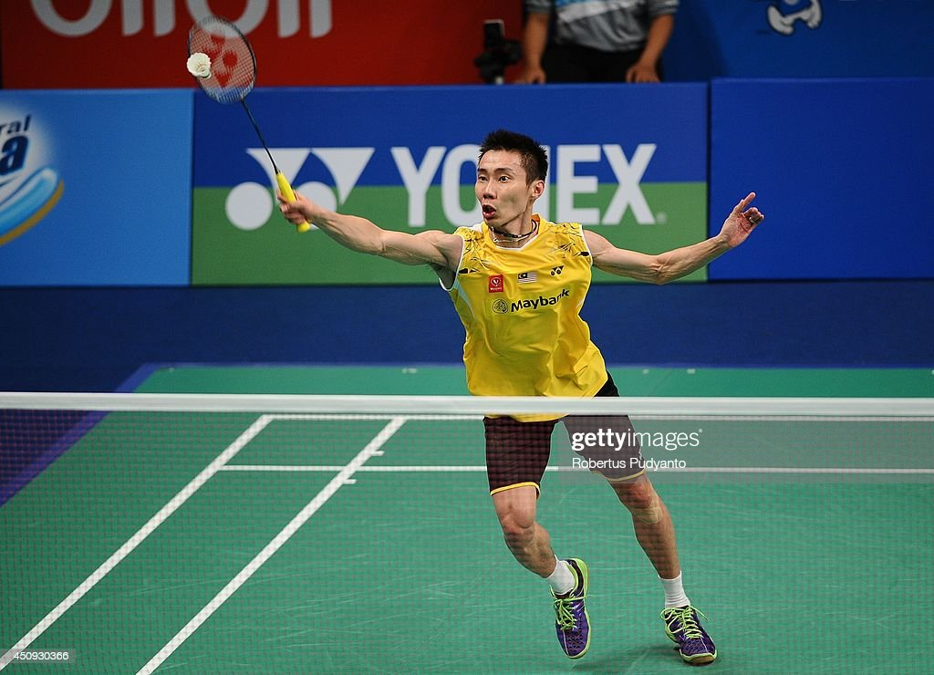 <a gi-track='captionPersonalityLinkClicked' href=/galleries/search?phrase=Lee+Chong+Wei&family=editorial&specificpeople=647820 ng-click='$event.stopPropagation()'>Lee Chong Wei</a> of Malaysia returns a shot against Hans-Kristian Vittinghus of Denmark during the BCA Indonesia Open 2014 MetLife BWF World Super Series Premier at Istora Gelora Bung Karno Stadium on June 20, 2014 in Jakarta, Indonesia.