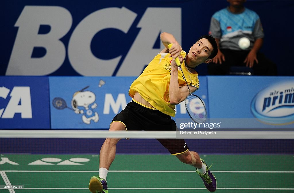 <a gi-track='captionPersonalityLinkClicked' href=/galleries/search?phrase=Lee+Chong+Wei&family=editorial&specificpeople=647820 ng-click='$event.stopPropagation()'>Lee Chong Wei</a> of Malaysia returns a shot against Sony Dwi Kuncoro of Indonesia during the BCA Indonesia Open 2014 MetLife BWF World Super Series Premier at Istora Gelora Bung Karno Stadium on June 18, 2014 in Jakarta, Indonesia.