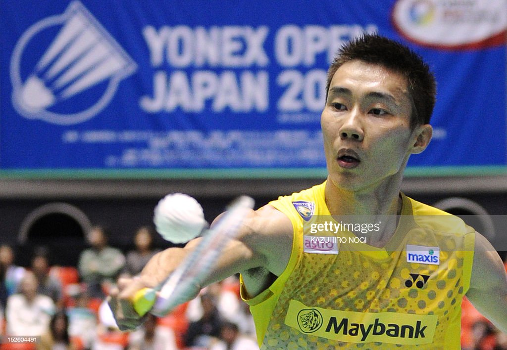 Lee Chong Wei of Malaysia returns the shot against Boonsak Ponsana of Thailand during their men's singles final at the Japan Open badminton tournament in Tokyo on September 23, 2012. Lee Chong Wei won the match 21-18, 21-18.