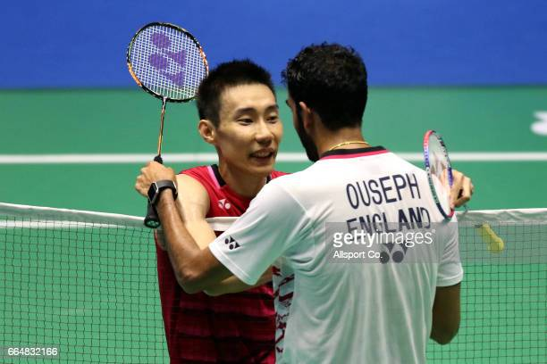 Lee Chong Wei of Malaysia shakes habds with Rajiv Ouseph of England after the men's singles match during the preliminary round of the 2017 World BWF...