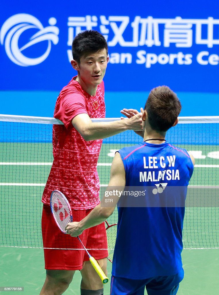 Lee Chong Wei (R) of Malaysia shakes hands with Chen Long of China after winning their men's singles final match at the 2016 Badminton Asia Championships in Wuhan, central China's Hubei province on May 1, 2016. / AFP / STR / China OUT
