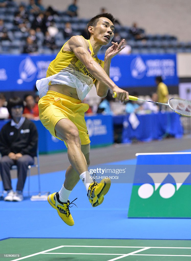 Lee Chong Wei of Malaysia smashes the shulltecock against Boonsak Ponsana of Thailand during the men's singles final at the Japan Open badminton tournament in Tokyo on September 23, 2012. Lee Chong Wei won the match 21-18, 21-18.