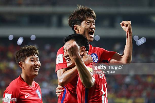 Lee Chungyong of South Korea celebrates scoring his team's second goal with his team mate Ji Dongwon and Son Heungmin during the 2018 FIFA World Cup...