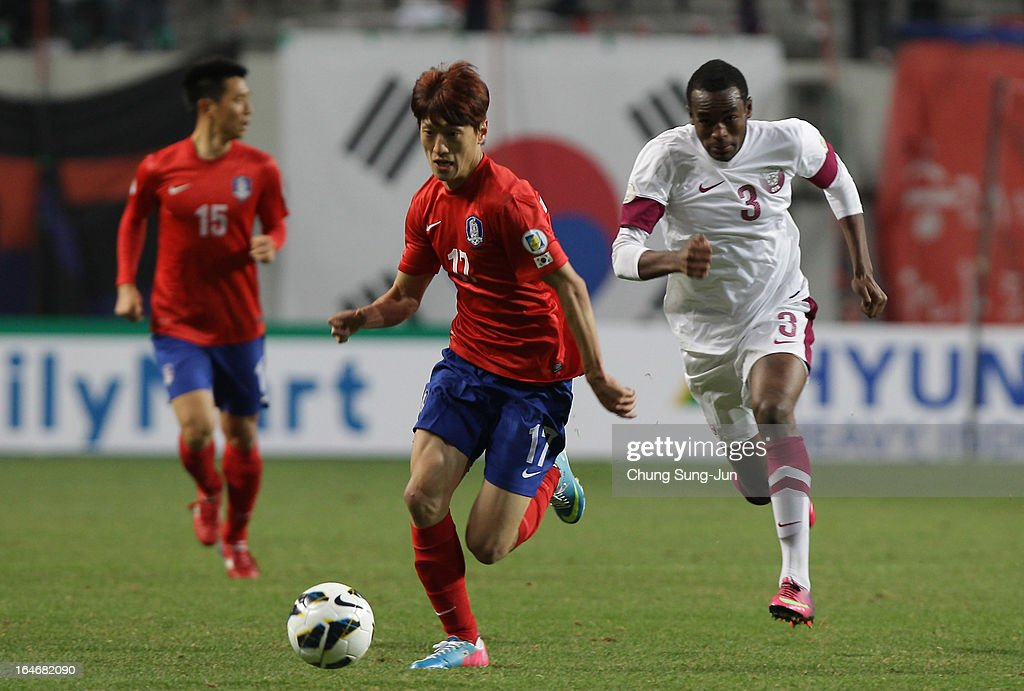 <a gi-track='captionPersonalityLinkClicked' href=/galleries/search?phrase=Lee+Chung-Yong&family=editorial&specificpeople=4379867 ng-click='$event.stopPropagation()'>Lee Chung-Yong</a> of South Korea competes with Abdulkarim Hassan of Qatar during the FIFA World Cup Qualifier match between South Korea and Qatar at Olympic Stadium on March 26, 2013 in Seoul, South Korea.