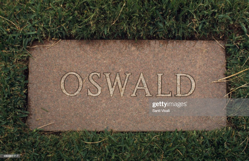 <a gi-track='captionPersonalityLinkClicked' href=/galleries/search?phrase=Lee+Harvey+Oswald&family=editorial&specificpeople=93679 ng-click='$event.stopPropagation()'>Lee Harvey Oswald</a> Tomb on November 15, 1964 in Dallas, Texas.