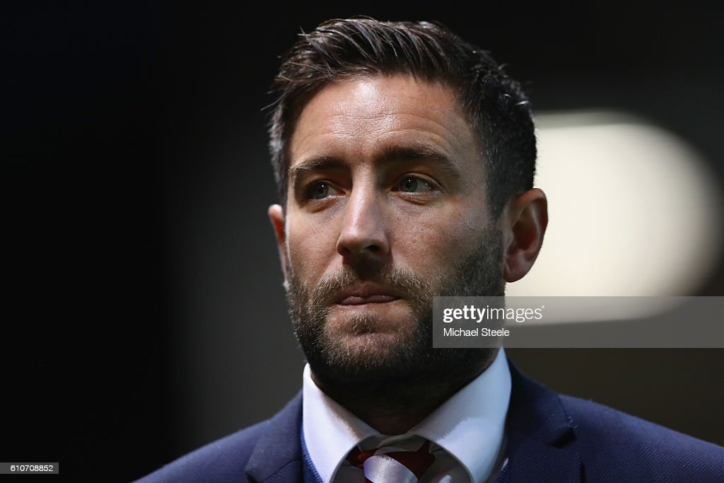 Lee Johnson the manager of Bristol City looks on during the Sky Bet Championship match between Bristol City and Leeds United at Ashton Gate on September 27, 2016 in Bristol, England.