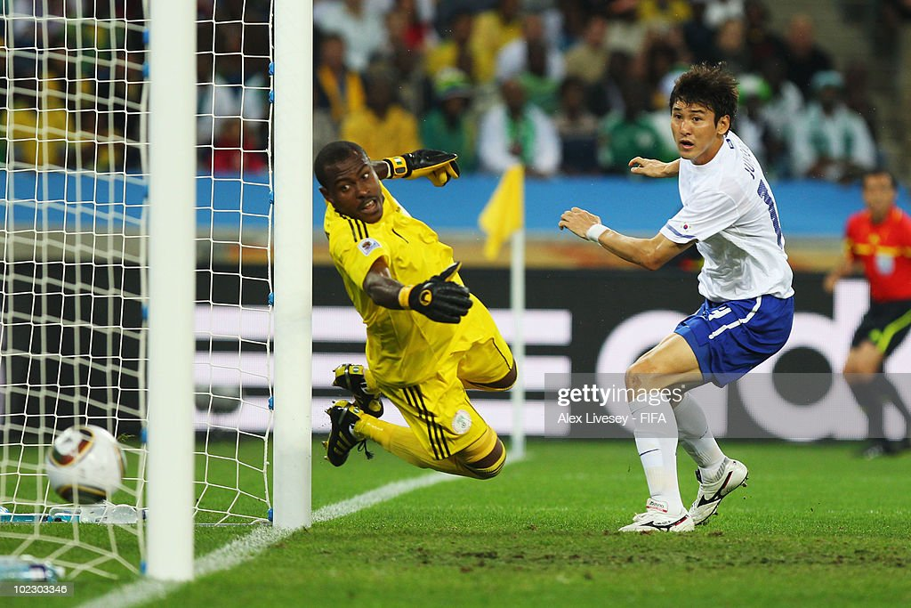 <a gi-track='captionPersonalityLinkClicked' href=/galleries/search?phrase=Lee+Jung-Soo&family=editorial&specificpeople=5040502 ng-click='$event.stopPropagation()'>Lee Jung-Soo</a> of South Korea (R) scores the equalising goal past <a gi-track='captionPersonalityLinkClicked' href=/galleries/search?phrase=Vincent+Enyeama&family=editorial&specificpeople=831392 ng-click='$event.stopPropagation()'>Vincent Enyeama</a> of Nigeria during the 2010 FIFA World Cup South Africa Group B match between Nigeria and South Korea at Durban Stadium on June 22, 2010 in Durban, South Africa.