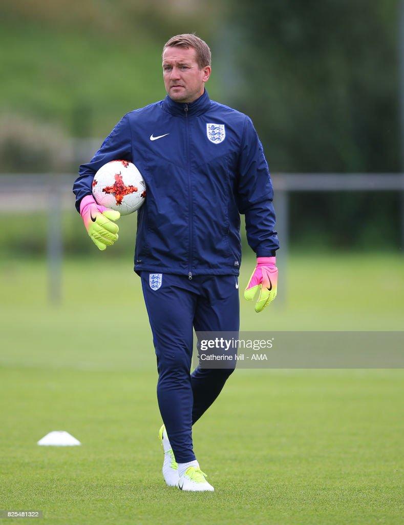 England Women's goalkeeping coach Lee Kendall resigns