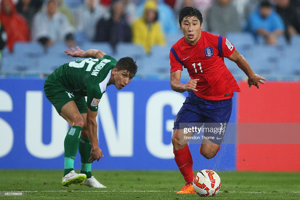 Lee Keun Ho of Korea Republic controls the ball during the Asian Cup Semi Final match between Korea Republic and Iraq at ANZ Stadium on January 26, 2015 in Sydney, Australia.