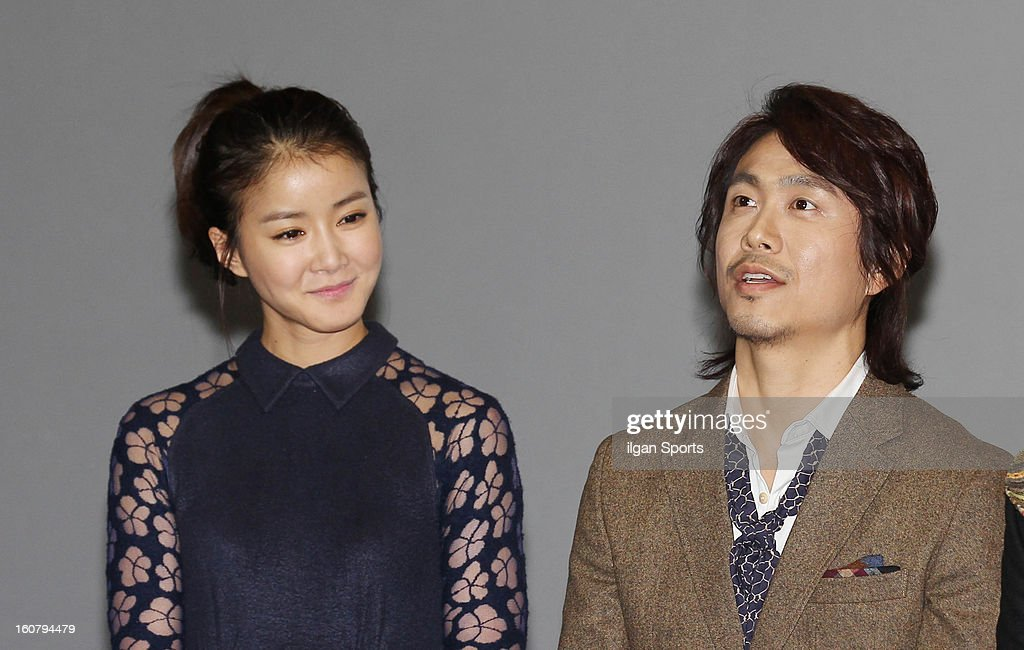 Lee Si-Young and Oh Jung-Se attend the 'How To Use Guys With Secret Tips' press conference at COEX Megabox on February 4, 2013 in Seoul, South Korea.