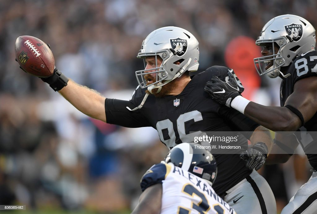 Los Angeles Rams v Oakland Raiders