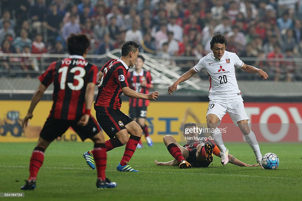Lee Tadanari of Urawa Red Diamonds in action during the AFC Champions League Round Of 16 match between FC Seoul and Urawa Red Diamonds at Seoul World Cup Stadium on May 25, 2016 in Seoul, South Korea.