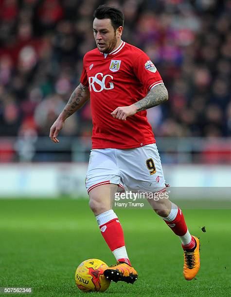 Lee Tomlin of Bristol City in action during the Sky Bet Championship match between Bristol City and Birmingham City at Ashton Gate on January 30 2016...