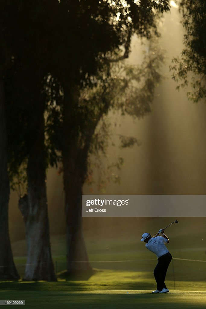 <a gi-track='captionPersonalityLinkClicked' href=/galleries/search?phrase=Lee+Westwood&family=editorial&specificpeople=171611 ng-click='$event.stopPropagation()'>Lee Westwood</a> of England hits a tee shot in the second round of the Northern Trust Open at the Riviera Country Club on February 14, 2014 in Pacific Palisades, California.