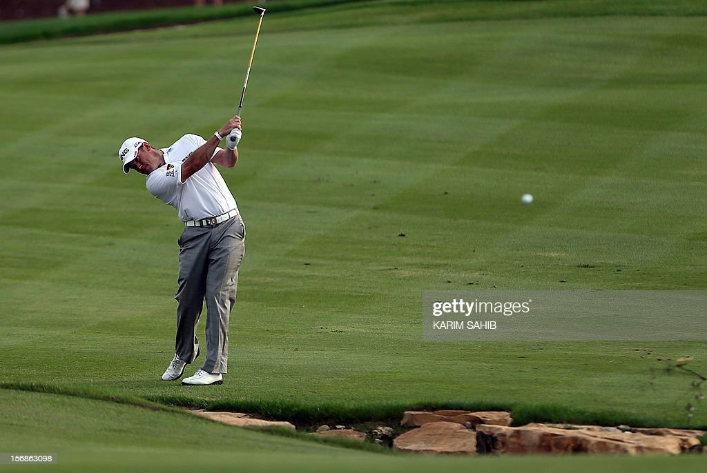 Lee Westwood of England watches his shot during the 2 round of the DP World Tour Championship in the Gulf emirate of Dubai on November 23, 2012. The eight million dollar (6.2 million euros) tournament is the season-ending championship on the European Tour and only the top-60 players in the Money List qualify for it.
